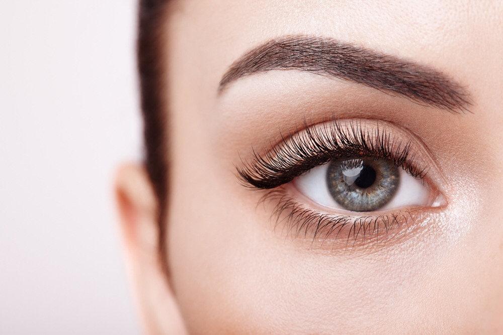 Augenbrauen & Wimpern färben