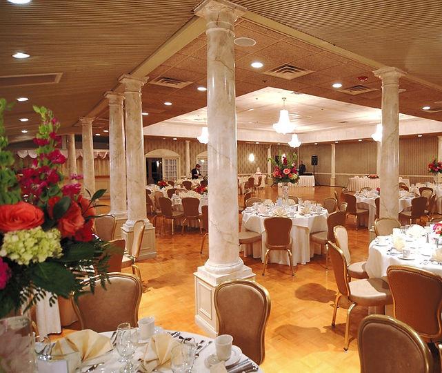 LakePearl_WEB_Dining_1000x843_edited.jpg