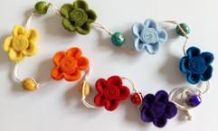 Fleurs en feutrine de laine aux couleurs
