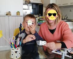 Moment de tendresse et de complicité pour les ateliers créatifs parent-enfant de Patty Cré
