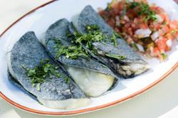 Quesadillas tortilla azul cuitlacoch