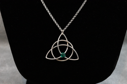 Trinity Knot with Emerald