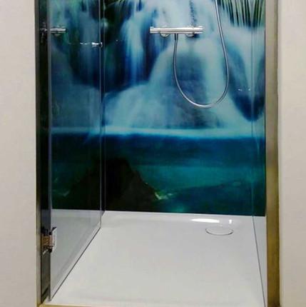 Duschwände und -türen aus Glas