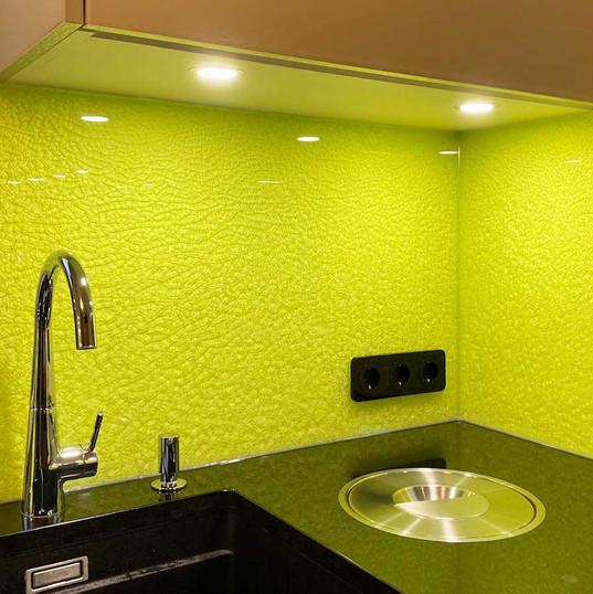 Farbenfrohe Küchenrückwand
