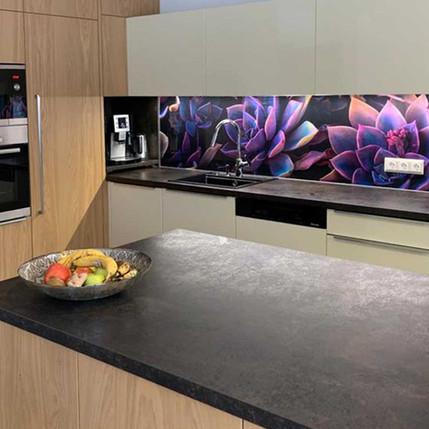 Küchenrückwand mit Blumendekor