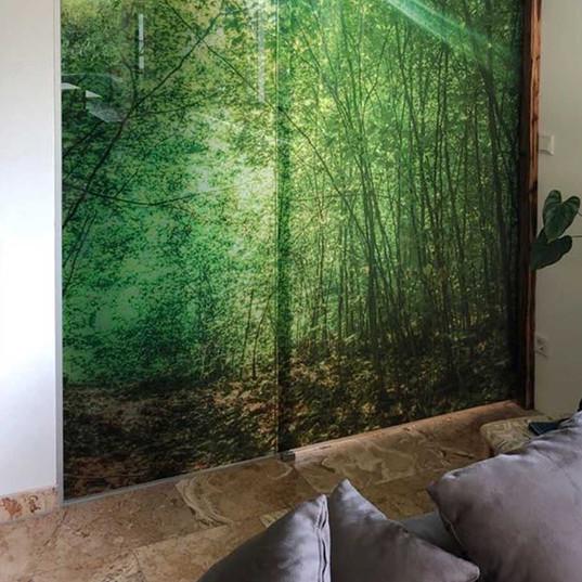 Glasschiebetür im Schlafzimmer