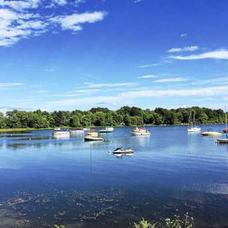 BOATING DAY ON BANTAM LAKE