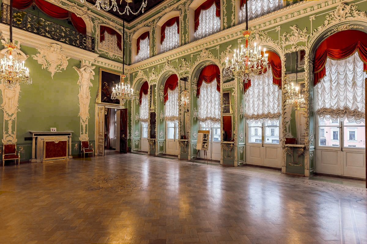 Парадный зал Строгановского дворца
