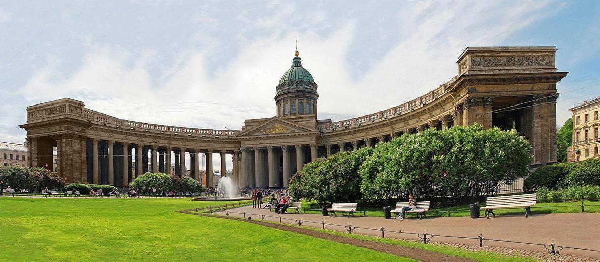 Казанский-собор-в-Санкт-Петербурге-фото