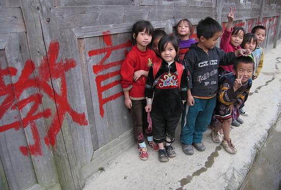 1996年,滋根开始注重改善教学条件,先后开始支持学校修建、图书室、民族文化进课