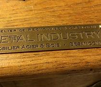 plaque-signature-meuble.jpg