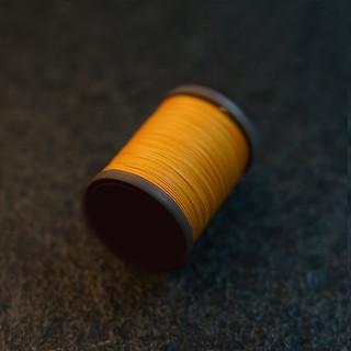Royal  Ocher - barva ručního šití na pouzdra pro telefon