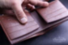 tenká peněženka z kůže ručně ušitá na zakázku