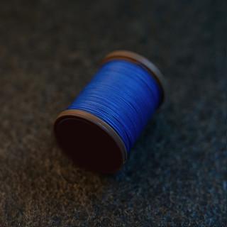 Royal Blue - barva ručního šití na pouzdra pro telefon
