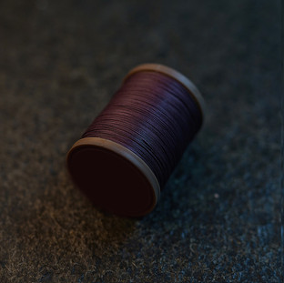 Royal  Drark Brown - barva ručního šití na pouzdra  pro telefon