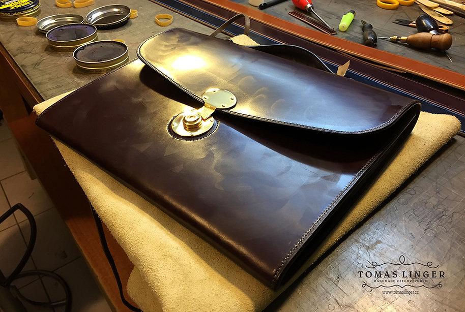aktovka z kůže ručně vyrobená šitá z kůže česká republika