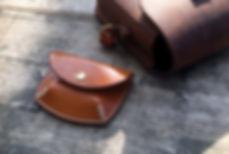 drobne mince penezenka z kůže ručně ušitá