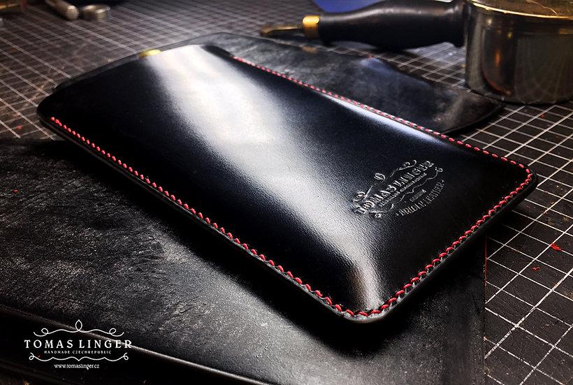 černé pouzdro pro mobilní telefon z kůže