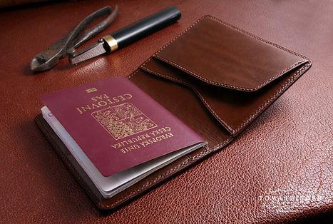 pouzro pro cestoní pas z kůže. ručně vyrobené a ušité. Krásný dárek