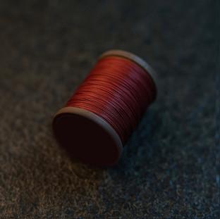 Royal RedBrown - barva ručního šití na pouzdra pro telefon