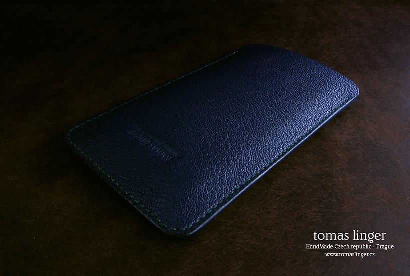tmavě modré pouzdro pro iphone z kůže