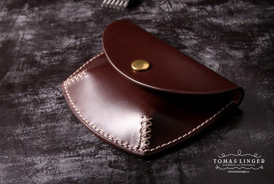 karty bankovky drobné z kůže peněženka