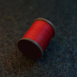 Royal Red - barva ručního šití na pouzdra pro telefon