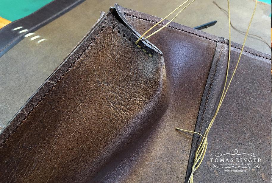proces výroby kabelky z pravé kůže