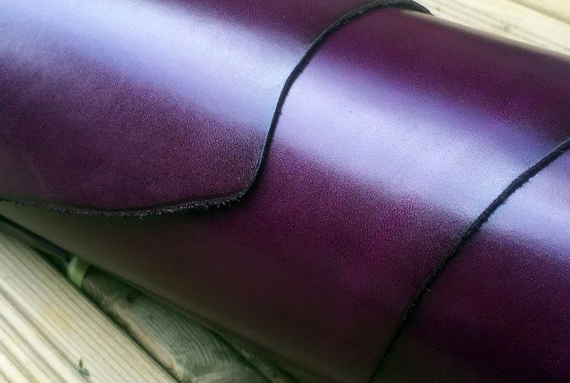 fialové pouzdro pro mobilní telefon z kůže