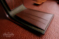 tenká peněžena z pravé kůže vyrobená v české republice
