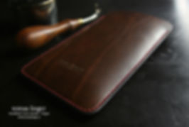 Apple obal z kůže hnědé a červené šití