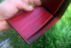 cervena penezenka z kuze rucne vyrobena na zakazku