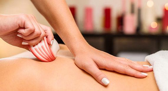 Lava Shell Massage using Kokolokahi Oil