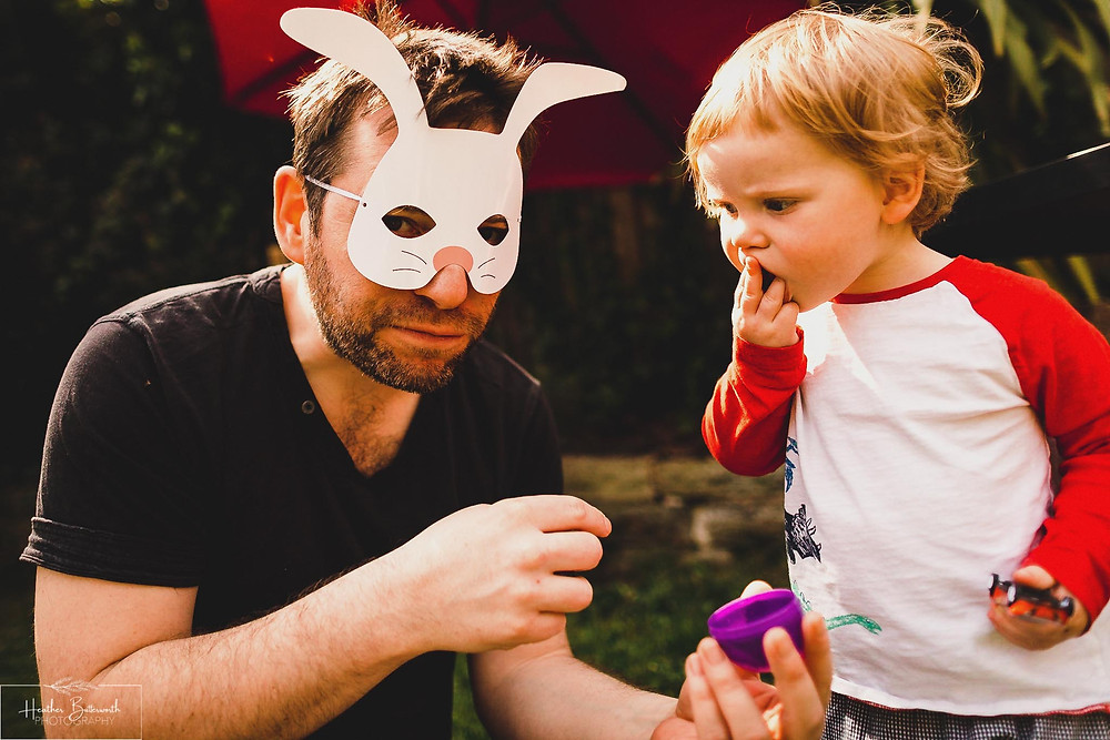 Easter egg hunt with Dad at home in the family garden in Leeds, Yorkshire. Image by Heather Butterworth Photography