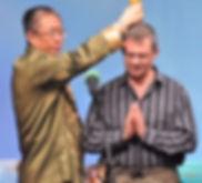 דניאל מקבל ברכה מאסטר שאה