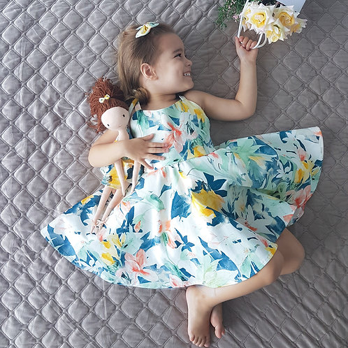 Flora Set With Doll