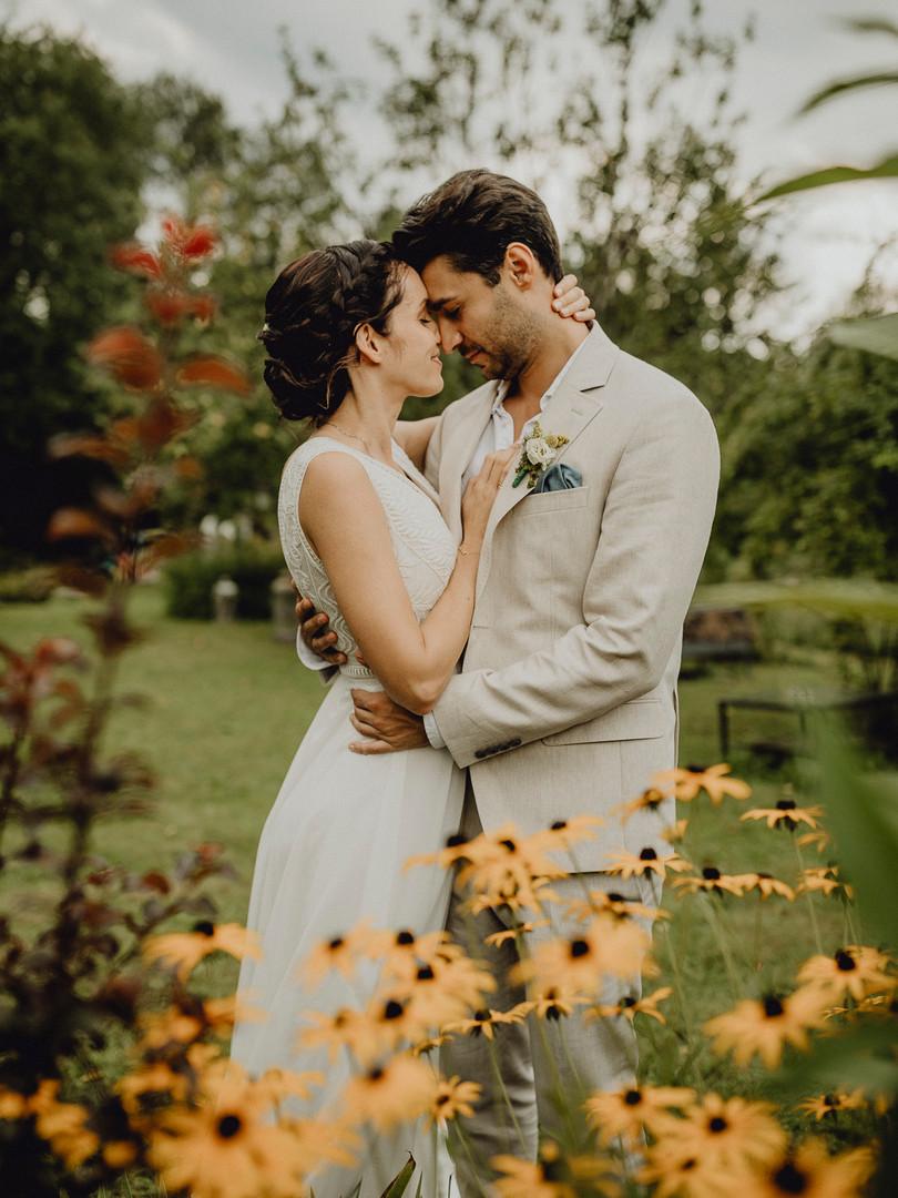 Blumenwiese, Paarfotos, Hochzeitsfotos, Brautpaar, Träumerei Steiermark