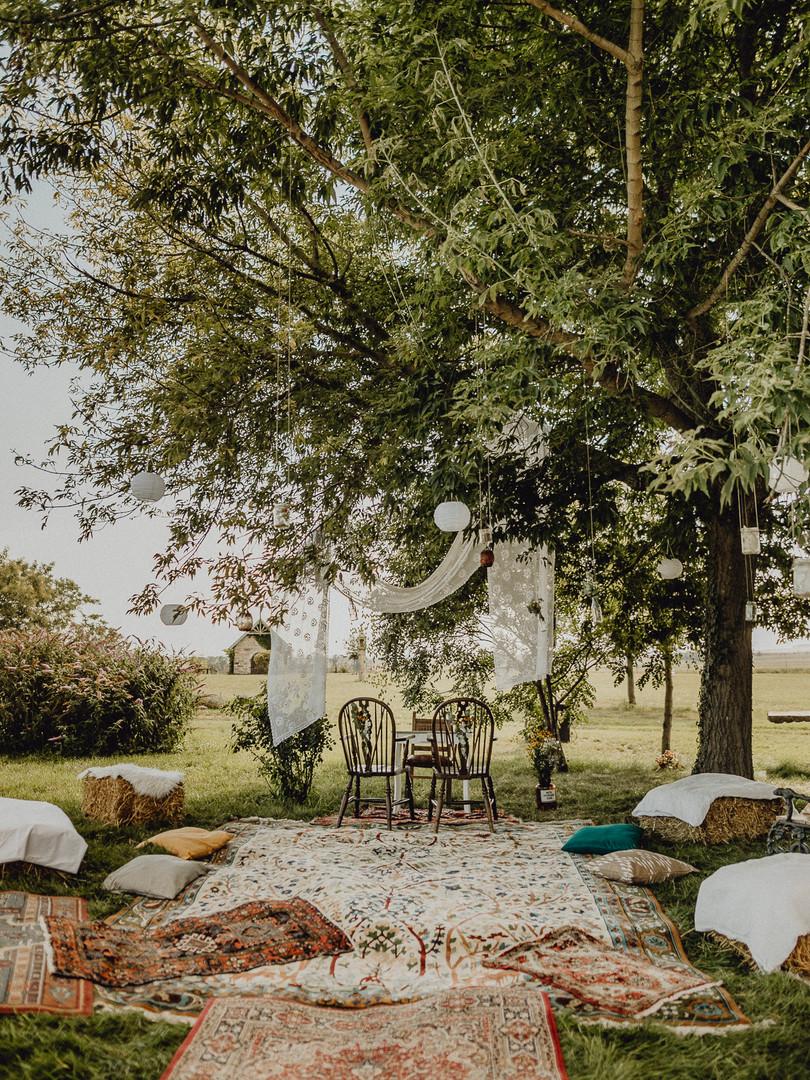 Outdoor Boho Hochzeit, Teppiche, Pölster,  Ivory Rose Photography