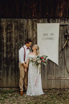 Boho Brautpaar Wien, Boho Hochzeitsfoto, Rue de Seine Brautkleid, Scheunenhochzeit Wien,  Ivory Rose Photography