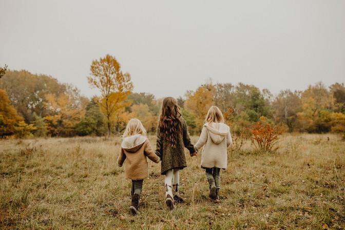 Rückenansicht von 3 Kindern, Familenfotoshooting Wien