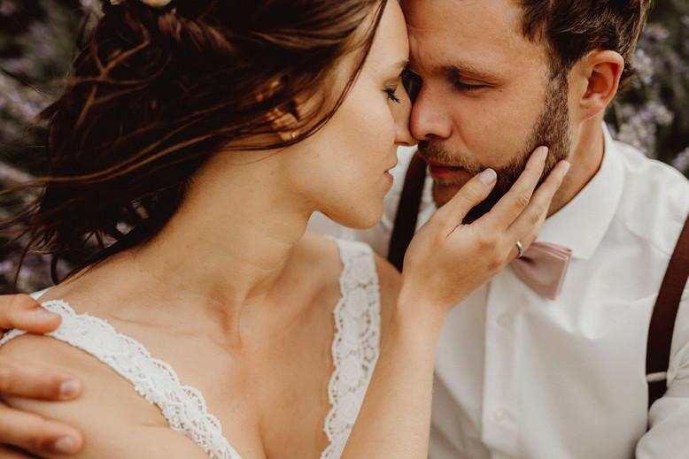 liebevolles hochzeitsfoto, vintage brautpaar,  Ivory Rose Photography