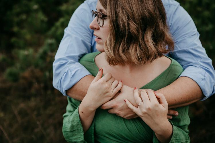 Paaraufnahmen, Coupleshooting, Verlobungsfotoshooting, Verlobt, Engagementshooting, natur, föhrenwald, wiener neustadt