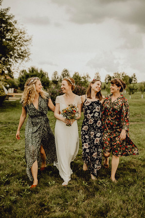 bohemian wedding, bohemian hochzeit, brautjungfernfoto im freien,  Ivory Rose Photography