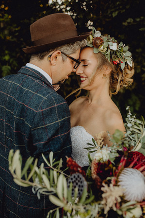 Boho Braut mit Blumenkranz, Flower Crown,  Ivory Rose Photography, Rue de seine Brautkleid, Boho Hochzeit Wien