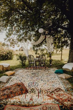Boho Hochzeitssetting, Gartenhochzeit Hof Hohenlohe, Orientteppich Hochzeitsdekoration,  Ivory Rose Photography
