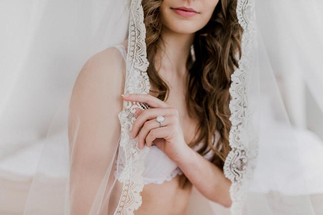brautschleier, boudoirshooting, braut, sinnliche braut, unterwäsche fotos, boudoir fotos wien, brautwäsche, lingerie fotoshooting