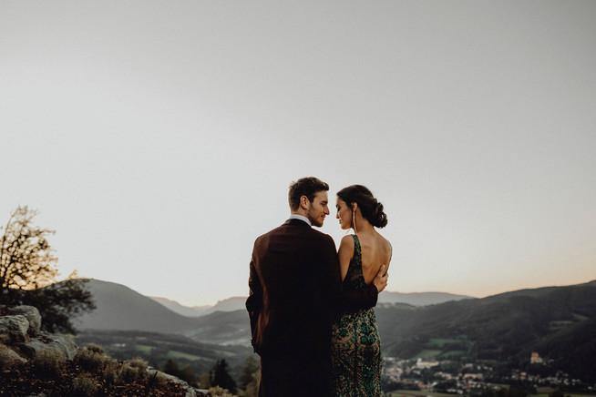 elegantes Brautpaar, Rückenansicht, Hochzeit St.Corona am Wechsel, Hochzeit Fernblick,  Ivory Rose Photography
