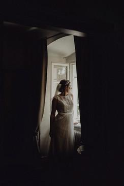 boho, vintage braut, getting ready, blumenkranz mit schleier,  Ivory Rose Photography