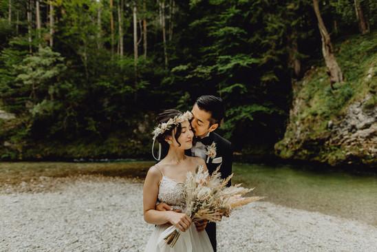 Afterweddingshooting, Höllental, Boho Brautpaar,  Ivory Rose Photography, Hochzeit im Wald, Vintage Brautkleid, Niederösterreich