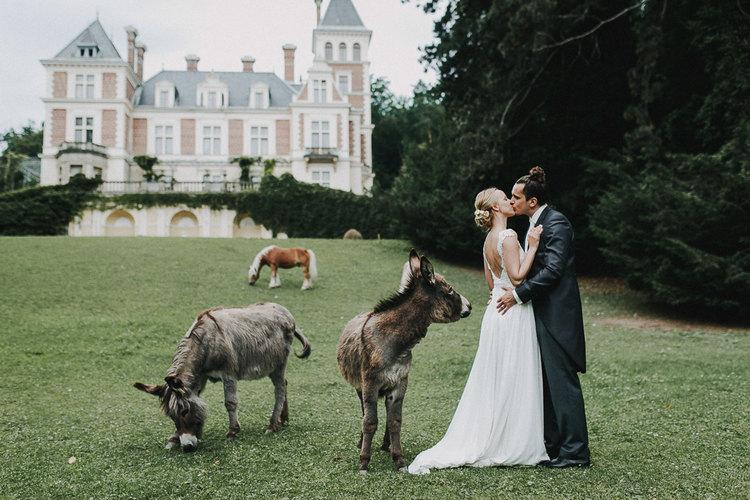 hochzeit schloss wartholz, paaraufnahmen schloss wartholz, Brautpaar, Hochzeitsesel, Vintagehochzeit, Vintagebraut, Hochzeitskuss